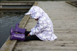 Vzorovaný dievčenský kabát vatovaný JEDNOROŽEC lila