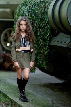 Dievčenská jesenná olivová sukňa s vreckami  semišová