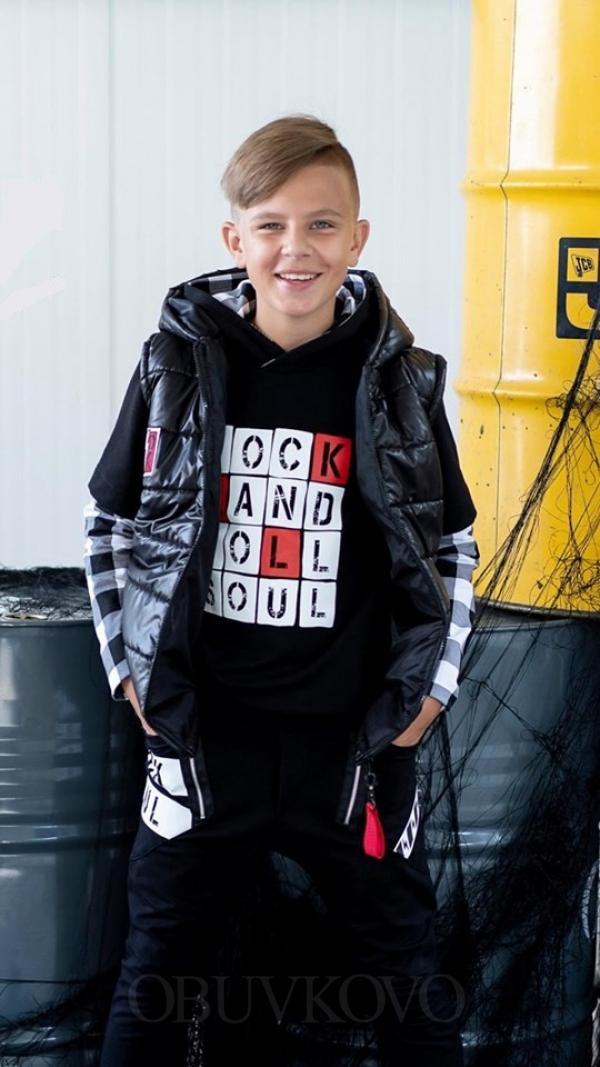 Chlapčenská prechodná vesta s kapucňou čierna